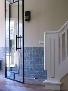 lambrisering in hal met tegels Pivot Doors, Arched Doors, Residential Architecture, Interior Architecture, Steel Doors And Windows, Tiled Hallway, Hallway Inspiration, Interior Stairs, Exterior Doors