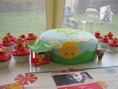kai Lan cake--look at those precious cupcakes!!! (we will pretend fortune cookies aren't American)