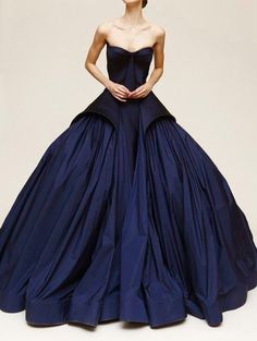 This ballroom gown is just stunning *.* Beautiful ❤️