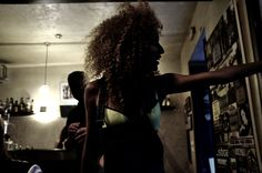 Backstage Shooting No Publik UNDERWEAR Lisbonne Resille Yellow Girl