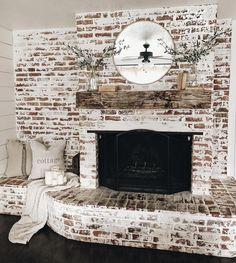 81 Awesome Farmhouse Fireplace Design Ideas To Beautify Your Living Room – Farmhouse Room Farmhouse Fireplace, Home Fireplace, Fireplace Design, Fireplaces, Fireplace Ideas, Fireplace Remodel, Style At Home, Dream Home Design, My Dream Home