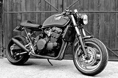 Triumph T300 Cafe Racer #motorcycles #caferacer #motos | caferacerpasion.com