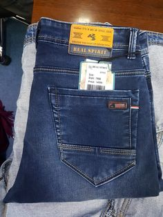 Stylish Jeans For Men, Mens Casual Dress Outfits, Armani Jeans Men, Looks Jeans, Patterned Jeans, Denim Jeans Men, Denim Fabric, Men Sweater, Collection