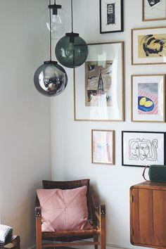Stue: Sådan får du tv'et til at blive en del af indretningen Living Room Modern, Home And Living, Decor Room, Wall Decor, Interior Decorating, Interior Design, Room Interior, Interior Inspiration, Gallery Wall