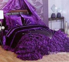 Purple bedroom. #purple #purplegirl #love #beautifulcolor  #bredroom #morado #luminoso #hermoso