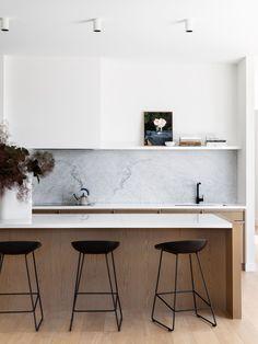 Wooden Kitchen, New Kitchen, Kitchen Art, Kitchen Ideas, Kitchen Interior, Kitchen Design, Tranquil Bathroom, Bentwood Chairs, Minimalist Kitchen