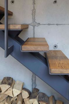 Stairs Design Idea - Combine wood and metal for a warm, industrial . - Stairs Design Idea – Combine wood and metal for a warm, industrial look - Warm Industrial, Industrial Stairs, Industrial Furniture, Industrial Home Design, Industrial Shop, Industrial Restaurant, Kitchen Industrial, Industrial Bedroom, Industrial Living