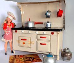 Ana Caldatto : .outro mini fogão de lata Icoss à lenha década de 50