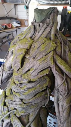 Incredibly Realistic 'Groot' Costume That Costs Less Than $100 To Make - DesignTAXI.com