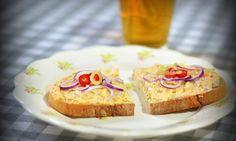 Nejlepší tvarůžková pomazánka French Toast, Muffin, Pie, Breakfast, Food, Pinkie Pie, Breakfast Cafe, Muffins, Fruit Flan