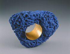http://www.roubaix-lapiscine.com/  Astuguevieille Bracelet eponge bleue