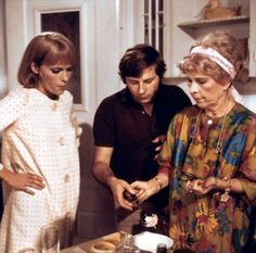 Mia Farrow, Roman Polanski and Ruth Gordon on set of Rosemary's Baby Lord Love A Duck, Hollywood Actresses, Actors & Actresses, Ruth Gordon, Baby Movie, Rosemary's Baby, Mia Farrow, Lights Camera Action, Roman Polanski