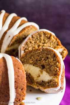 Cheesecake Swirl Carrot Bundt Cake - A deliciously moist and fluffy spiced carrot bundt cake that is stuffed with a creamy cheesecake centre! Köstliche Desserts, Delicious Desserts, Dessert Recipes, Yummy Food, Cheesecake Recipes, Strudel, Best Cake Recipes, Favorite Recipes, Orange Bundt Cake