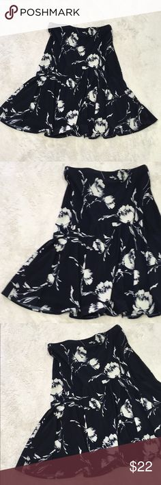 Chaps Navy skirt with white flowers size small Chaps Navy skirt with white flowers size small Chaps Skirts