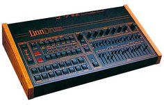 Linn Drum: the first real bad ass drum machine Vintage Drums, Vintage Keys, Synthesizer Music, Drum Patterns, Recording Equipment, Audio Equipment, Hi Fi System, Studio Gear, Drum Machine