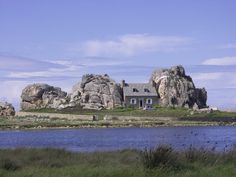 Castel Meur, Brittany, France It seems as if the builders of this home were truly affected by the hustling-bustling cities, and wanted some complete isolation in the heart of nature. Nowhere in the world would you find such beautiful home amidst two giant granite rocks, overlooking the sea. This is truly a house of architectural genius. Built in the year 1861, this residence was intelligently designed to keep the heavy winds at bay, since this area is troubled by them most of the year.