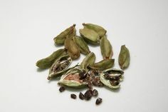 You will find cardamom in every kitchen. It is used to enhance the taste of food. But there are many health related problems which can also be prevented by cardamom. Cardamom Essential Oil, Essential Oils, Easy Weight Loss Tips, How To Lose Weight Fast, Natural Home Remedies, Natural Healing, Garam Masala, Digestion Difficile, Vietnamese Soup