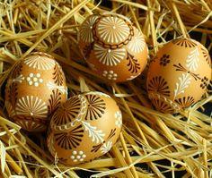 Kraslice v přírodních tónech / Zboží prodejce Královna Mab Eastern Eggs, Ukrainian Easter Eggs, Faberge Eggs, Projects To Try, Wax, Diy Crafts, Color, Board, Pointillism