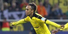 Nicht zu stoppen: Dortmunds Dreifach-Torschütze Aubameyang. -- Dortmund bleibt 7Pk hinter Bayern - Schubert hält seine Siegesserie mit Gladbach, verliert aber André Hahn mit einer schweren Verletzung.