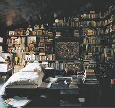 Books! #Bücher #lesen #Bücherregal #Buch #Buchliebe #Design #Einrichtung #Regal #wohnen #gemütlich #Bett #Schlafzimmer