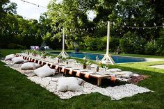 Creating a day that's uniquely you is a challenge ... but you can achieve it if you think a little outside of the box. This picnic inspired poolside tablescape is a stunning example of what creativity can achieve. Source: 100 Layer Cake.
