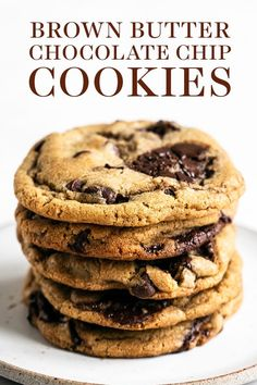 The BEST chewy, gooey, and crunchy Brown Butter Chocolate Chip Cookies are loaded with tasty flavor and will surely become your new favorite easy cookie recipe! No mixer required for this from scratch recipe. Homemade Chocolate, Chocolate Recipes, White Chocolate, Brown Butter Cookies, Butter Chocolate Chip Cookies, Cookies Soft, Cake Chocolate, Chocolate Chips, Cookies