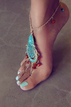 pretty hippie feet | foot jewelry #teal #jewels #boho