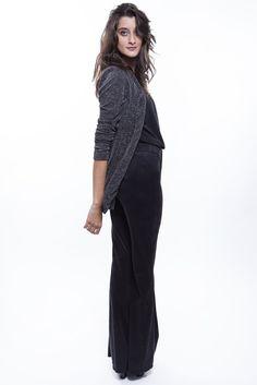 Blazer Metaliz + Calça preta suede + Bluisa preta  http://mhostore.com/