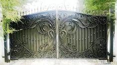 Metal Gates, Wrought Iron Fences, Modern Entrance, Entrance Gates, Aluminum Driveway Gates, Home Forge, Steel Gate Design, Steel Sculpture, Iron Work