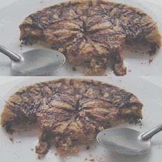 BANANA CHEESE-CAKE necesitan:  1. Licuar 1 plátano completo, 1 cda de harina de avena (avena cruda licuada), 1cdita de polvo para hornear, 1 huevo, 30 grs de requesón, 1 cda de maple sugar free (si no tienen lo pueden omitir, pero con la miel el sabor es otro rollo ), chorrito de esencia de vainilla, stevia, canela y mucho amor. Vaciar a un recipiente apto para microondas.  2. En un recipiente apto para microondas, agregar 15 grs de chocolate amargo, stevia (opcional) y un chorrito de leche.