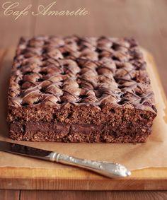Brownies migdałowo-wiśniowe z masą budyniową @cafeamaretto