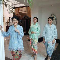 Kebaya Lace, Batik Kebaya, Baju Kurung Lace, Kebaya Modern Dress, Model Kebaya, Blue Lace, Lace Dress, Cute Outfits, Womens Fashion