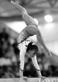 Catalina Ponor, member of the Romanian 2012 Olympic team Gymnastics Flexibility, Acrobatic Gymnastics, Sport Gymnastics, Artistic Gymnastics, Sport Treiben, Sport Girl, Gymnastics Pictures, Beautiful Athletes, Female Gymnast