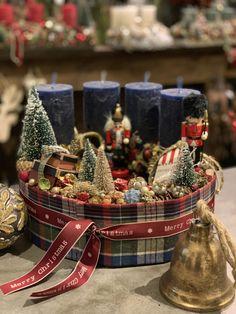 Christmas Advent Wreath, Christmas Mood, Christmas And New Year, Christmas Shopping, Christmas Crafts, Christmas Decorations, Xmas, Holiday Decor, Christmas Arrangements