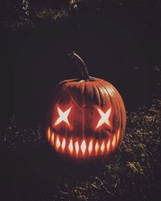 60 Best Pumpkin Carving ideas to make your Halloween 2020 special - Hike n Dip - - Do the best Haloween home decoration with the Best Pumpkin Carving ideas. Get the best Ideas for carving your Pumpkin here for Halloween Halloween Pumpkin Carving Stencils, Scary Pumpkin Carving, Halloween Pumpkin Designs, Scary Halloween Pumpkins, Amazing Pumpkin Carving, Halloween Tags, Diy Halloween Decorations, Fall Halloween, Halloween 2019