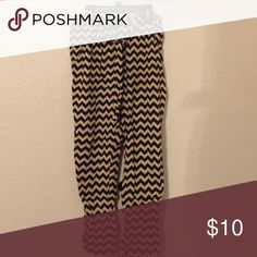 Chevron pants with tie at the waist! :) Stretch waist chevron pants with a tie at the waist :) Pants Ankle & Cropped