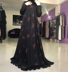 No photo description available. Islamic Fashion, Muslim Fashion, Abaya Fashion, Fashion Dresses, Party Wear Indian Dresses, Mode Abaya, Abaya Designs, Hijab Style, Islamic Clothing