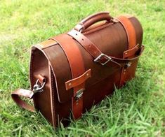 Leather Briefcase diy. Plans could be altered to be a handbag! Could be useful one day.