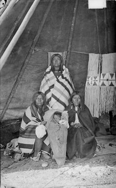 Shoshoni women and child – 1878