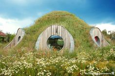 Straw bale house with an earthen roof - a unique combination for an earth sheltered house