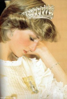 Diana, Princess of Wales. She was not usually a brooch wearer, however she did… Real Princess, Prince And Princess, Princess Of Wales, Lady Diana Spencer, Royals Today, Charles And Diana, Queen Of Hearts, Queen Elizabeth Ii, Royals