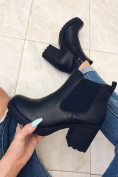 (paid link) how to wear chelsea boots with skinny jeans. >>>You can get more details by clicking on the image. Black Shoe Boots, High Heel Boots, Black Heels, High Heels, Black Heeled Boots Outfit, Black Chelsea Boots Outfit, Platform Boots, Black Booties, Chelsea Boots Heel