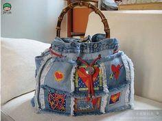 Ideas para hacer bolsos reciclando pantalones vaqueros - Patrones gratis Denim Handbags, Denim Purse, Denim Ideas, Denim Crafts, Fabric Purses, Boho Bags, Handmade Handbags, Recycled Denim, Bag Making