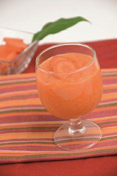 Crazy Carrot 4 schijfjes ananas 2 wortelen 1 appel 4 dl fruitsap 4 rondelles d'ananas 2 carottes 1 pomme 4 dl de jus de fruits