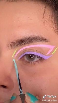 Makeup Edgy Makeup, Makeup Eye Looks, Eye Makeup Art, Colorful Eye Makeup, Cute Makeup, Skin Makeup, Eyeshadow Makeup, Pink Eyeliner, Coloured Eyeliner