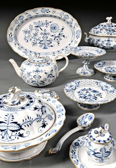 Meissen Blue Onion Pattern Porcelain Dinner Service - this is the real deal Antique China that J&G Meakin NORDIC Blue Onion was based on. Blue And White China, Blue China, Red White Blue, Blue Dishes, White Dishes, Blue And White Dinnerware, Blue Dinnerware, Vintage Dinnerware, Vase Deco