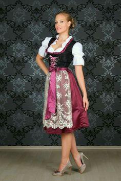 Oktoberfest Costume, Oktoberfest Beer, German Girls, Dirndl Dress, Medieval Dress, Country Girls, Country Style, Super Cute Dresses, Feminine Dress