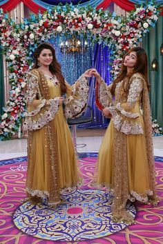 Beautiful dresses by kashif aslam Pakistani Dresses Casual, Indian Gowns Dresses, Pakistani Wedding Outfits, Pakistani Dress Design, Bridal Outfits, Sleeves Designs For Dresses, Dress Designs, Designer Party Wear Dresses, Bridal Dress Design