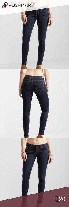 "NWOT Hollister dark wash skinny jeans NWOT Beautiful designer brand Hollister dark wash skinny jeans size 5women's,  27""waistline and 33""length. Beautiful designer brand jeans can wear for dressy or casual wear!New! Never worn!Selling this designer brand for a great price!New! Hollister  Jeans Skinny"