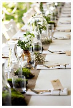 simple table runner with water carafes